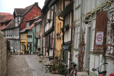 Ein Straßenzug in der Altstadt von Quedinburg